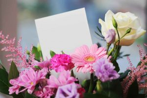 The Guide to Choosing Flowers and Cakes